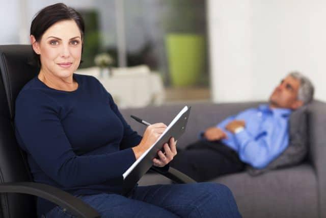 terapeuta y psiquiatra